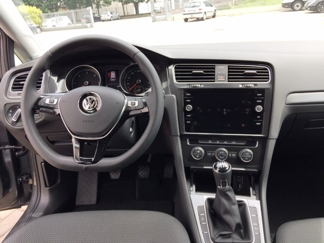 volkswagen golf variant 1 6 tdi business km  zero